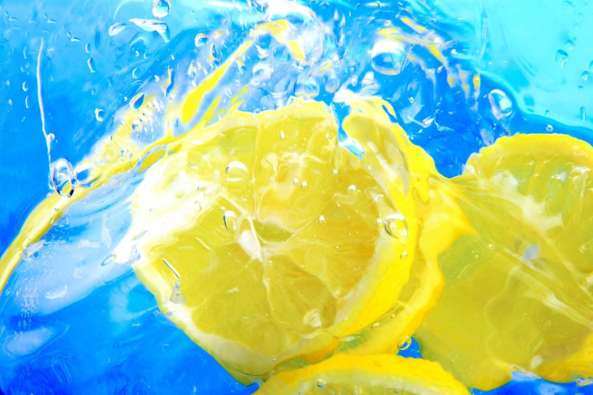 λεμόνι και νερό
